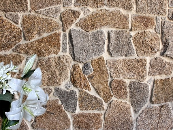 Tilpa irregular mixed granite stone cladding