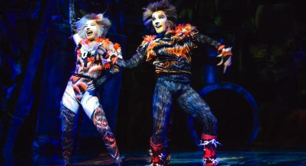 Dominique Hamilton as Rumpleteaser and Brent Osborne as Mungojerrie in CATS 2015. Image by Hagen Hopkins.