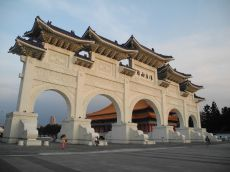 Das Haupttor vor der Chiang-Kaishek-Gedächtnishalle