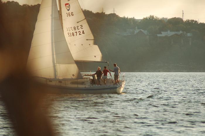 boating lake travis sailboat