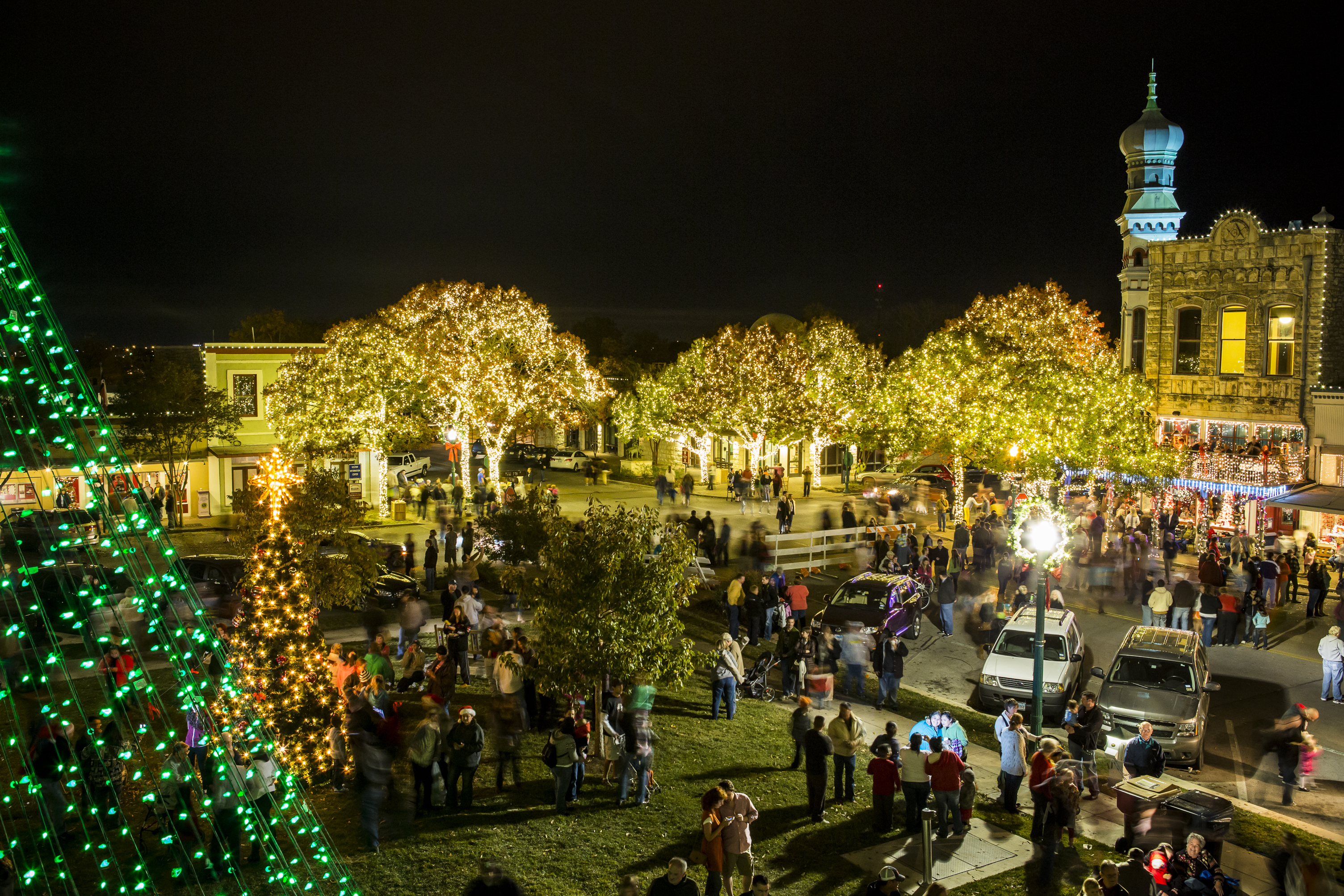 the downtown georgetown association presents its annual christmas stroll on the square december 1st 5pm 9pm and 2nd 10am 8pm