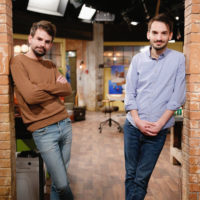 """""""Damir and Dario Konjicija"""" -- Coverage of the CBS series THE GREAT INDOORS, scheduled to air on the CBS Television Network. Photo: Cliff Lipson/CBS ©2017 CBS Broadcasting, Inc. All Rights Reserved"""