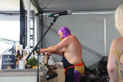 Austin Food and Wine Festival Smackdown - Andrew Zimmern no longer playing games in this smackdown!