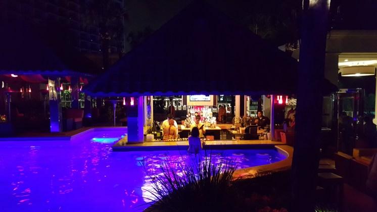 H20 Pool Bar