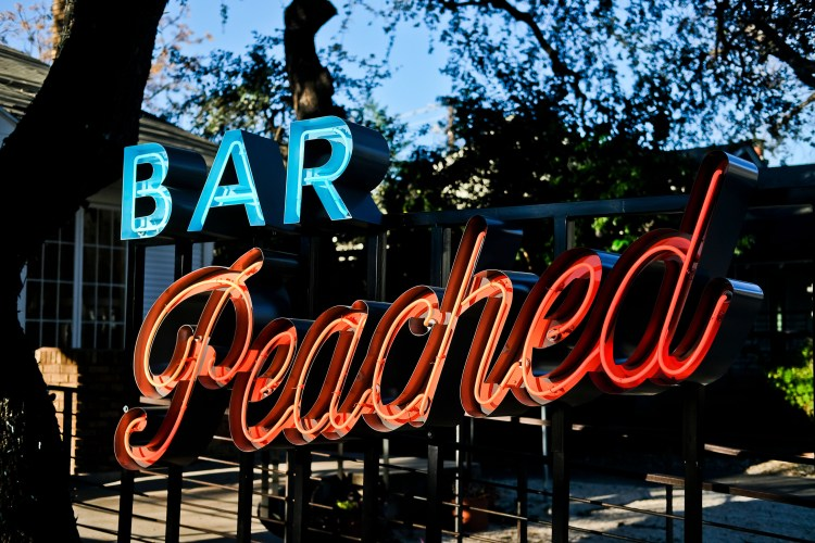 Bar Peached - Exterior