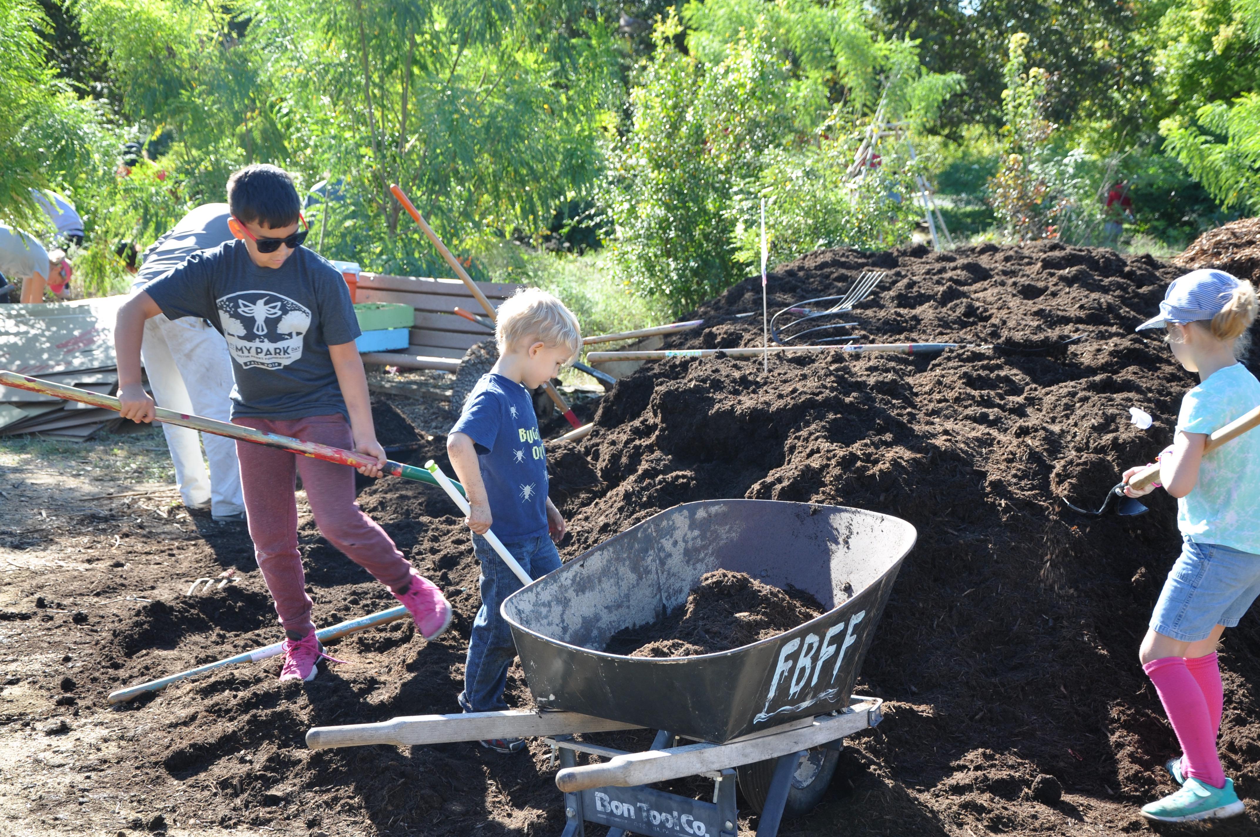 volunteers shovel mulch at IMPD