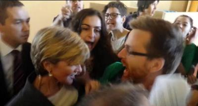 Julie Bishop mobbed at University of Sydney