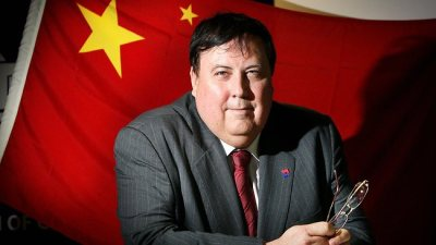 Clive Palmer uses China
