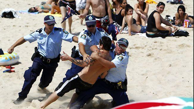 Police arrest violent Lebs on Cronulla Beach