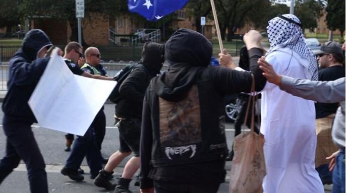 Melbourne Anarchist Club in black bloc attack Aussies