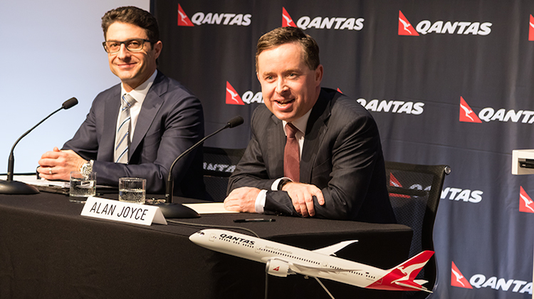 Qantas chief executive Alan Joyce (right) and chief financial office Tino La Spina deliver the 2014/15 full year results. (Seth Jaworski)