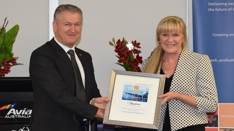 Aviation Australia CEO Bill Horrocks and Airways New Zealand Head of Training Sharon Cooke. (Aviation Australia/Airways New Zealand)
