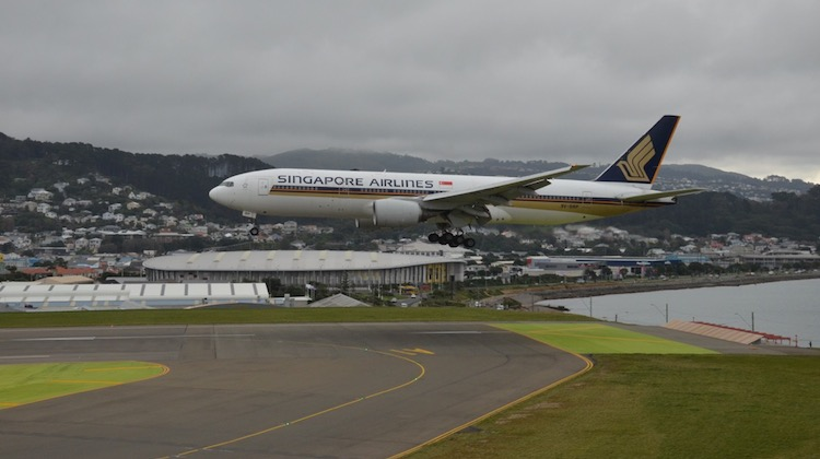 Singapore Airlines' 9V-SRP arrives at Wellington Airport. (Gary Hollier)