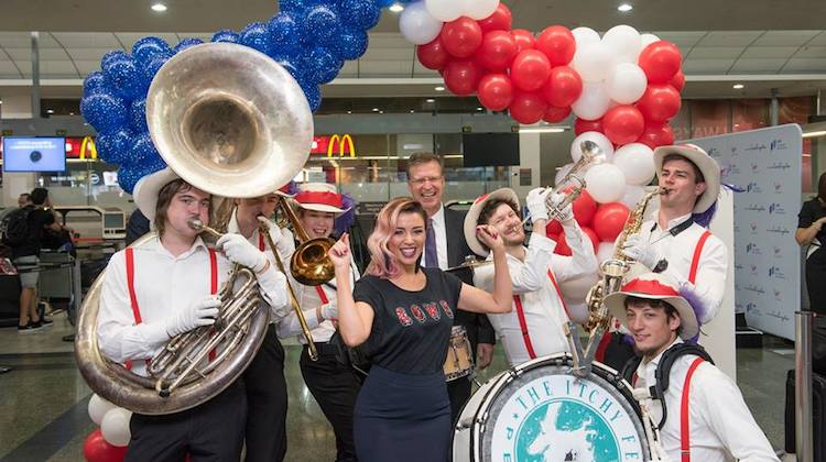 Virgin Australia group executive for airlines John Thomas and singer Dannii Minogue celebrate the resumption of MEL-LAX flights. (Virgin Australia/Facebook)