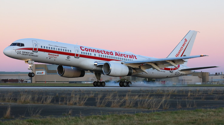 Honeywell Boeing 757 N757HW arrives at Melbourne Airport. (Victor Pody)