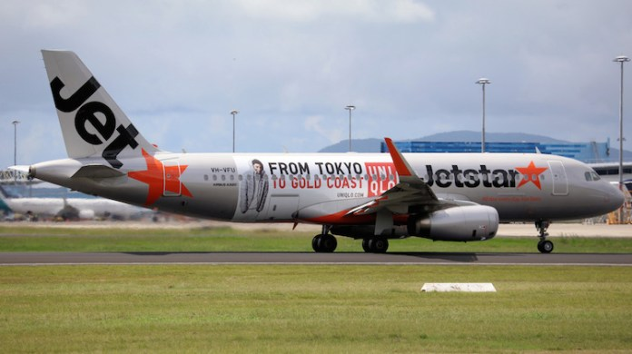 Jetstar Airbus A320 VH-VFU featuring a Uniqlo promotion. (Andrew Belczacki)