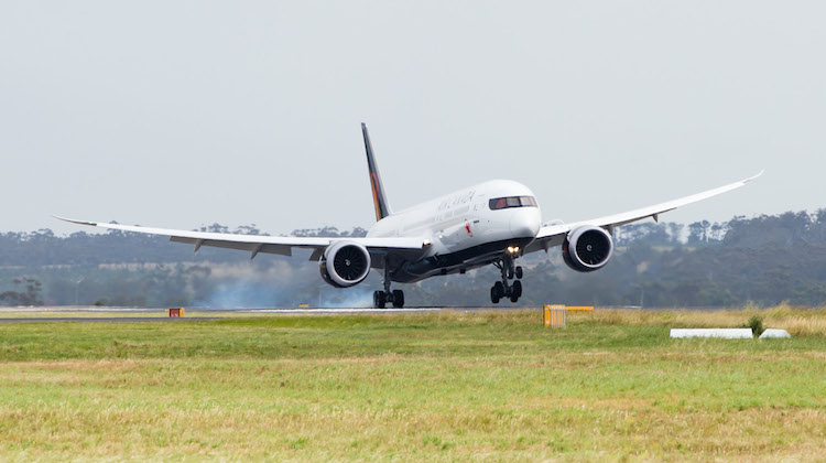 Air Canada's inaugural flight to Melbourne arrives at Tullamarine. (Air Canada)