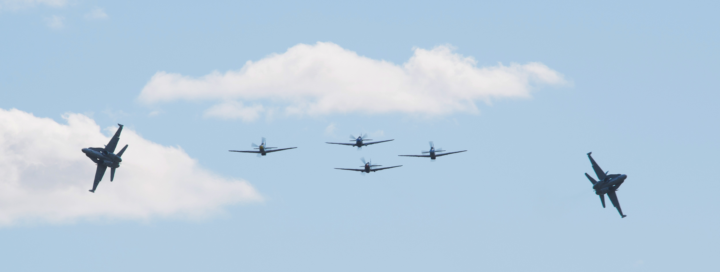 The Show Opening Formation with 2 x F-18's x Mustangs & 2 x Kittyhawk's (Peter Christmas)