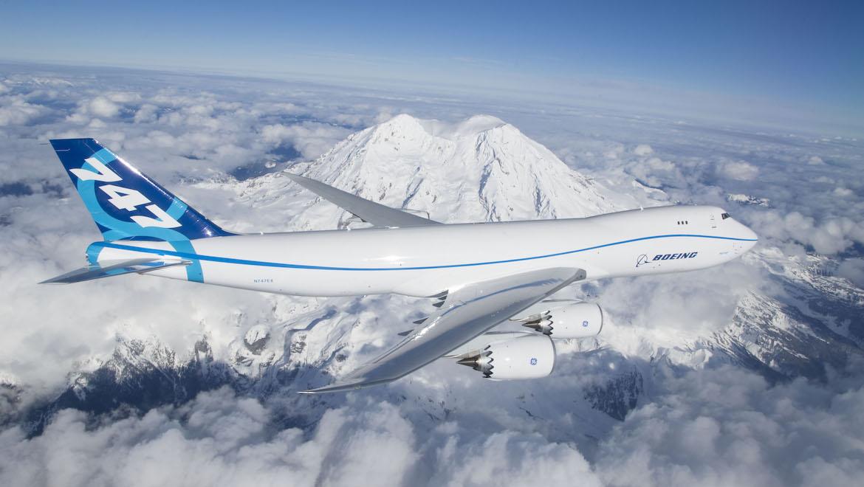 RC501 flies past Washington State's iconic Mount Rainier during its 3hr 49min first flight. (Boeing)
