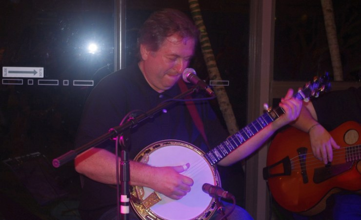 Jens Kruger Takes Deering's 100,000th banjo for a spin