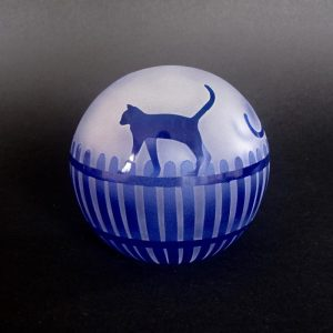 Cats on a fence paperweight. Handblown and etched glass by Amanda Louden. H9cm W8.5cm