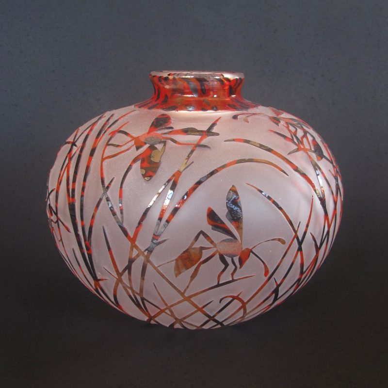 Wasp vase. Handblown and etched glass by Amanda Louden. H 11.5cm W 13cm