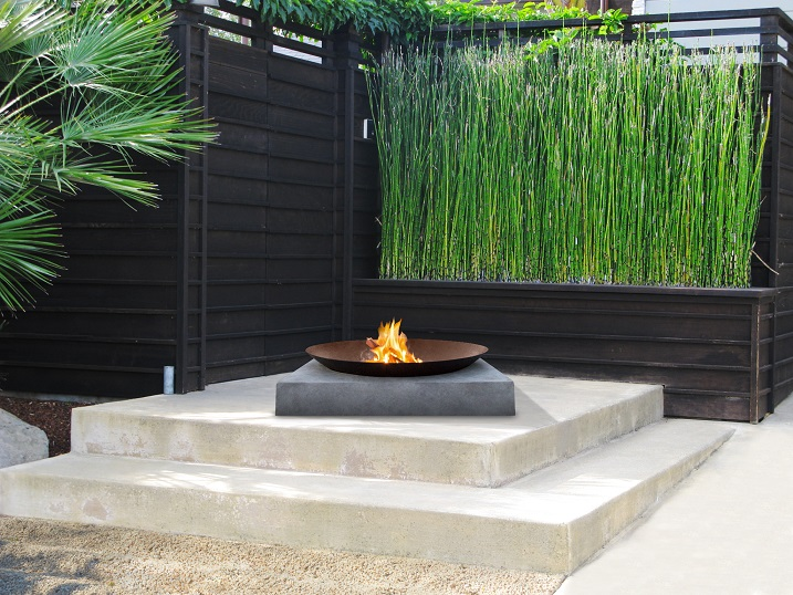 'Japanese Zen Garden' style Machu fire pit by Glow