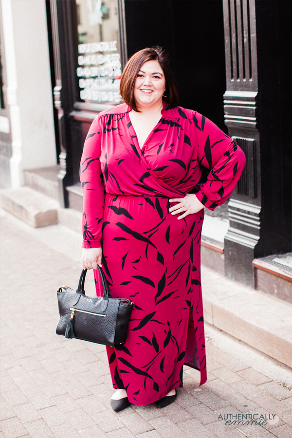 Plus size dress perfect for work. #plussize blogger Authentically Emmie reviews a Leota dress from her Gwynnie Bee subscription.