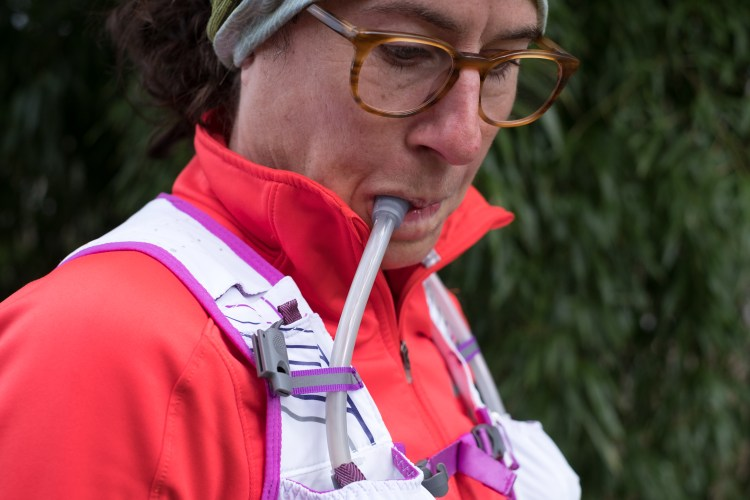 A photo of the VaporHowe 4L 2.0 Ultralight Race Vest that uses two 20oz soft flasks with at-the-ready straws that are easy to drink out of.