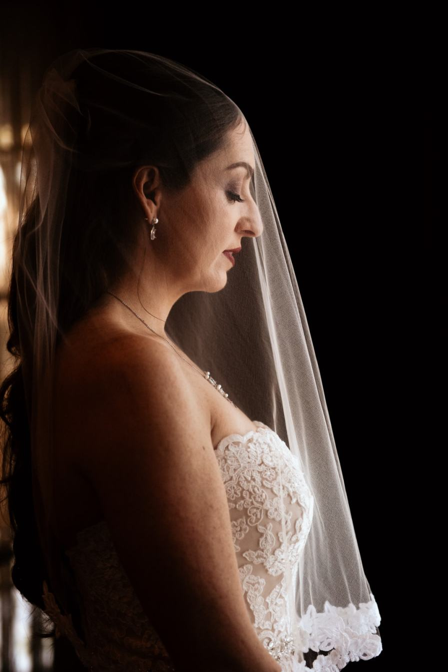 Flint Hill brides room veil shot