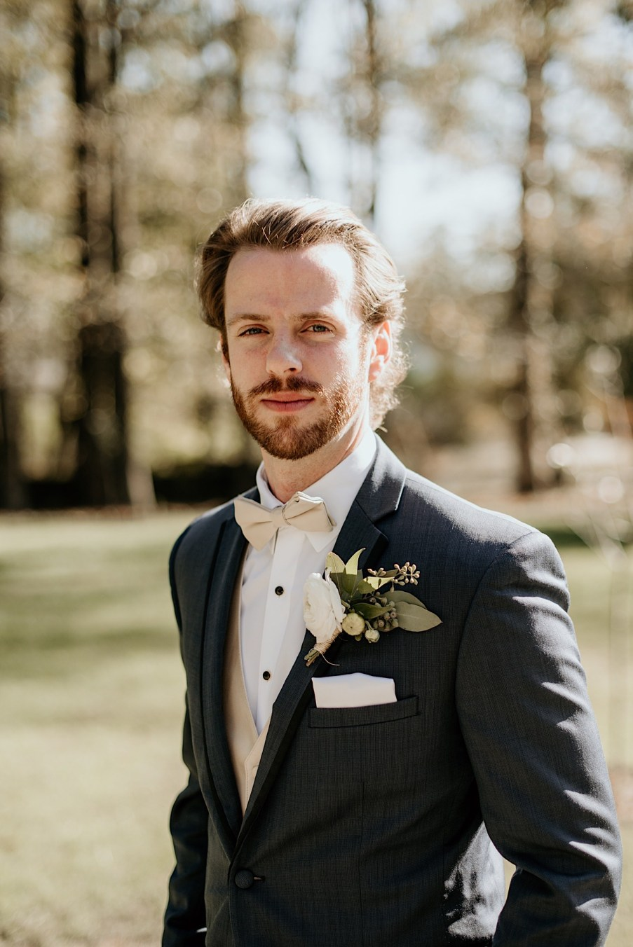 groom portraits outside in nature