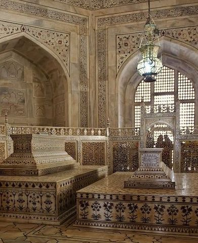 Tombs of Shah Jahan and Mumtaz in Taj Mahal