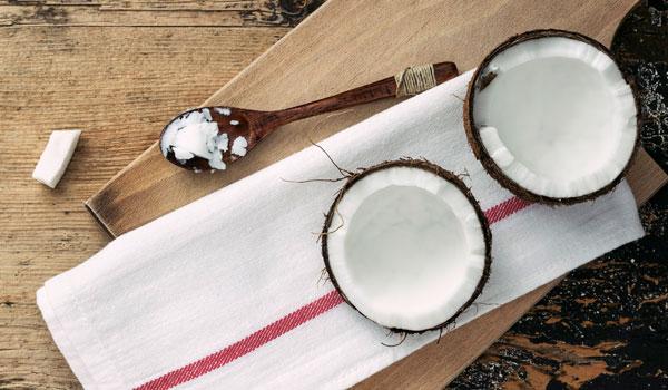 O óleo de coco combate a inflamação - comprovada benefícios de saúde do óleo de coco