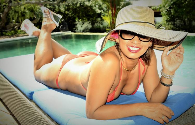 Author Joanne reed this is your quest  life's better in a bikini