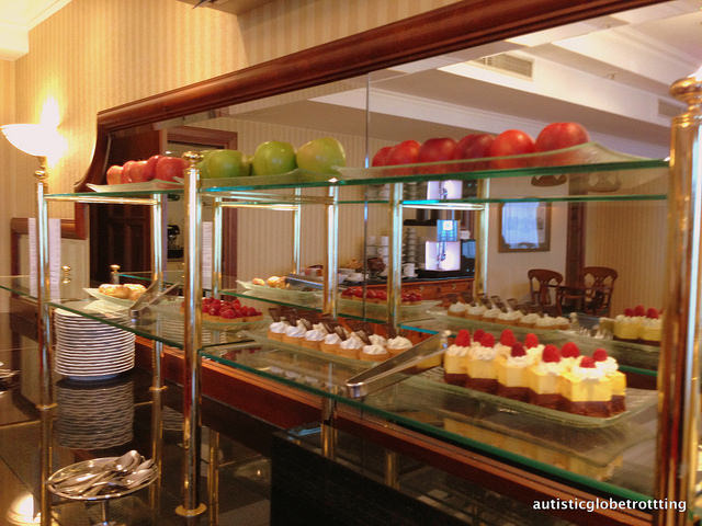 Review of The JW Marriott Bucharest Executive Lounge cakes
