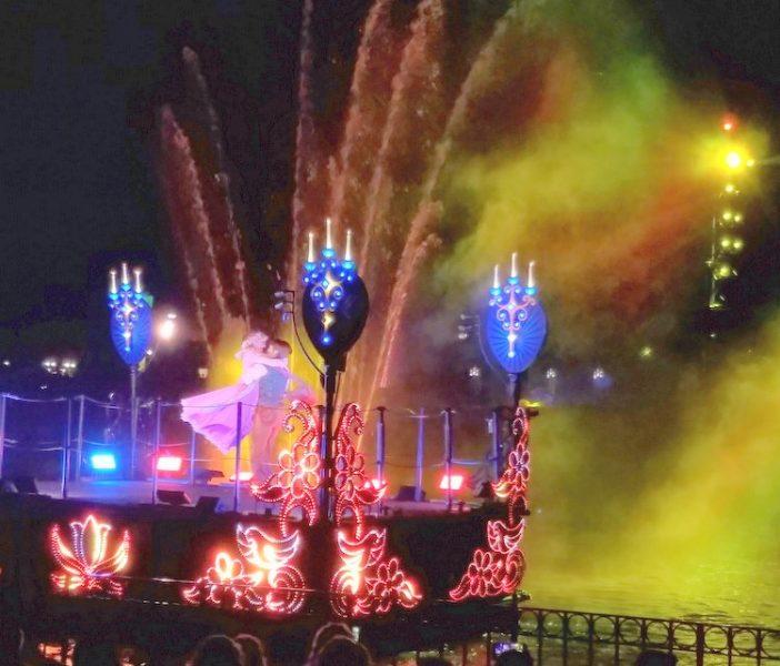 News from Disney Social Media Moms 2017 Disneyland Celebration b fireworksoat fireworks