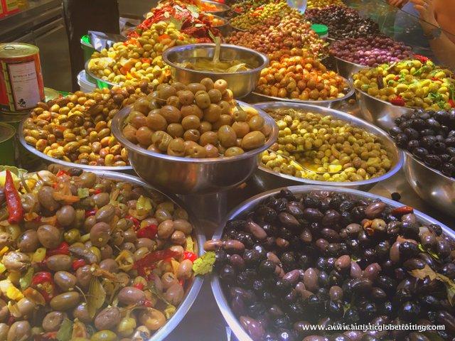 Ten Must Try Israeli Snacks for Families olives