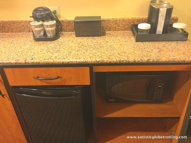 Family Stay at Embassy Suites Anaheim South Hotel bar
