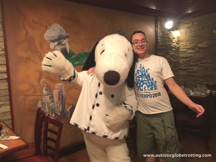 The Knott's BerryFarm Hotel is great for Families snoop