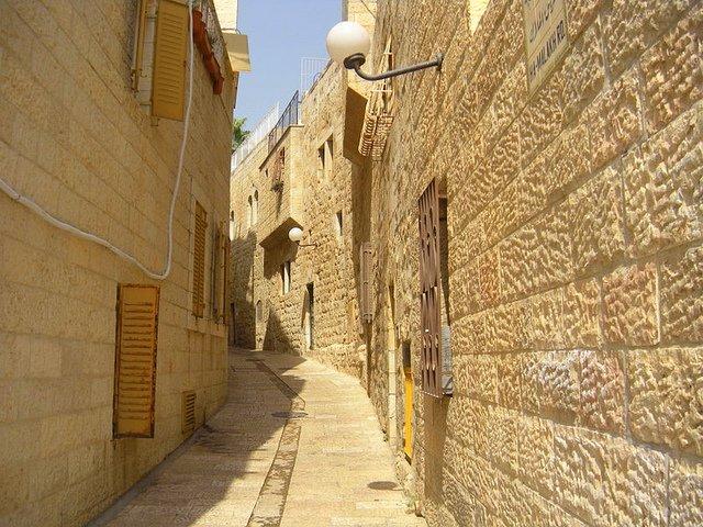 Exploring Jerusalem with Kids alley