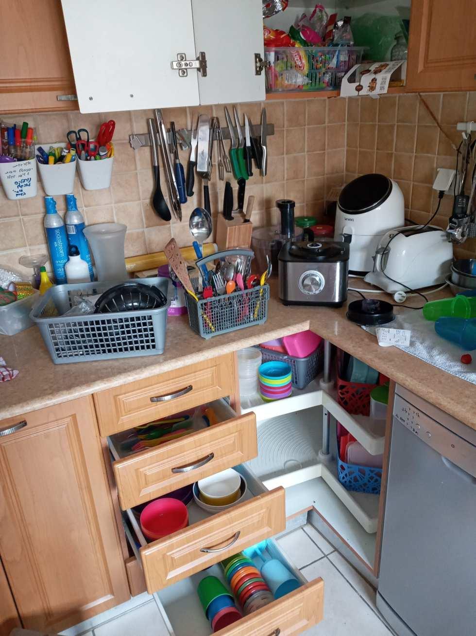 הנגשת הבית לילדים עם צרכים מיוחדים כולל סידור המטבח כדי שנוכל ללמד אותם להתנהל בעצמאות