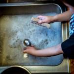washing-dishes-1112077_1920