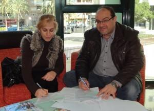 Doña Delfina Pérez, presidenta de la Fundación Autismo Diario y Don José Ramón Cuesta, presidente de Rastro Solidario, durante la firma del acuerdo