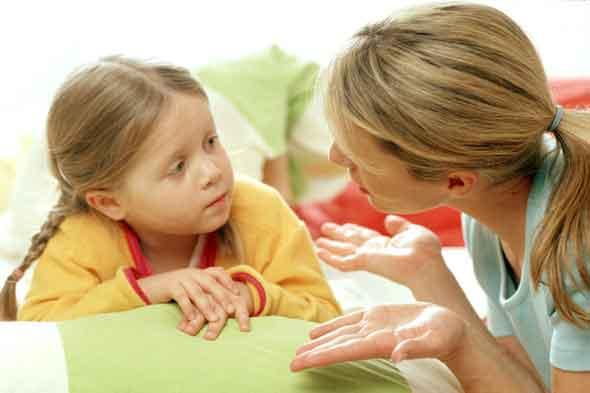Resultado de imagen para padres hablandole a su hija de 5 años