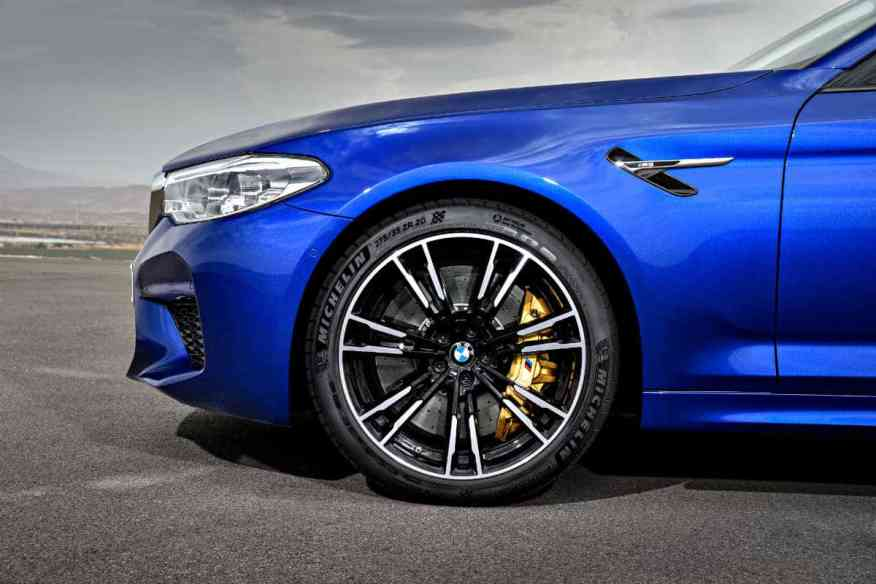 PERFORMANCE SEDAN BMW M5