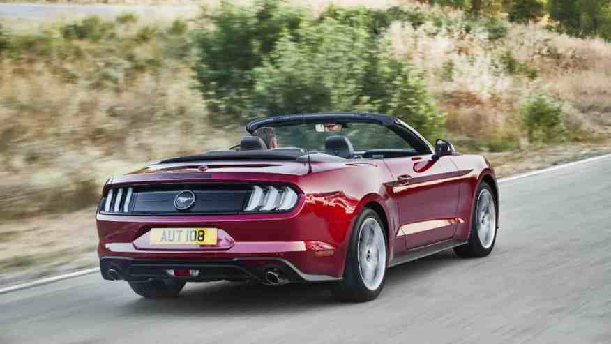 SPORTS CAR FORD MUSTANG