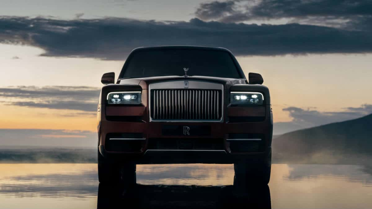 LUXURY SUV CAR ROLLS ROYCE CULLINAN