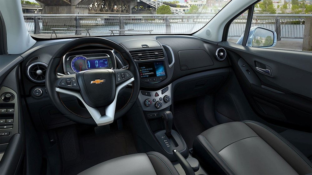 medium resolution of chevrolet tracker pictures 2