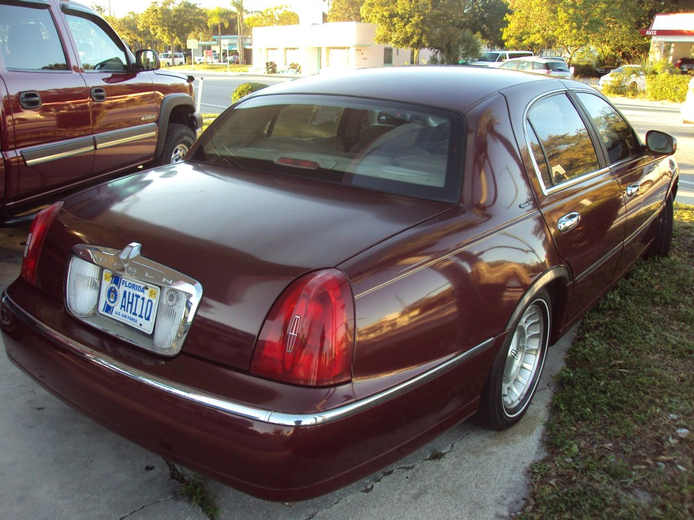 medium resolution of lincoln town car 1998 images