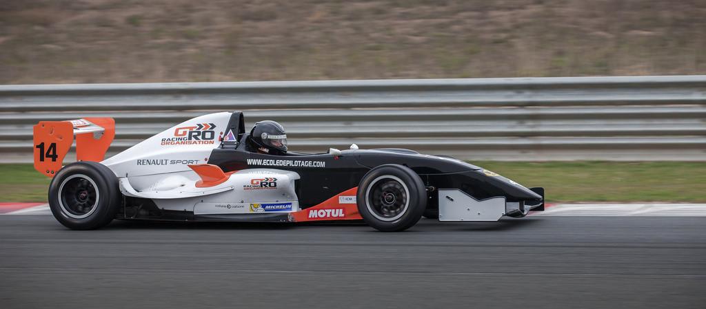 pilotage circuit voiture